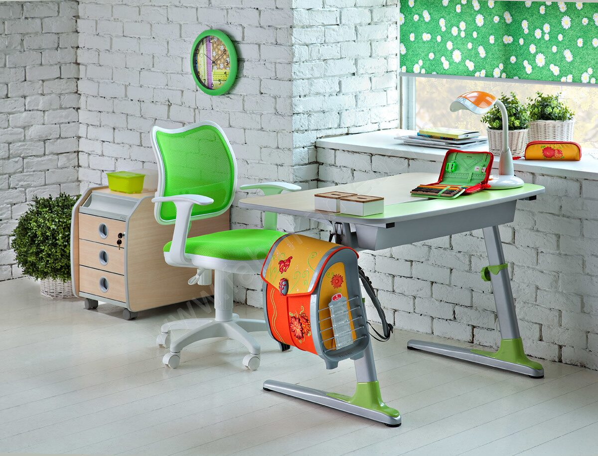 Письменный стол ребенку спб